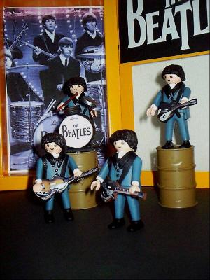 20100611150425-playmobil-beatles-002.jpg