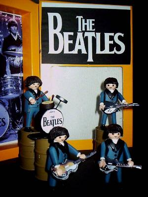 20100611150442-playmobil-beatles-003.jpg